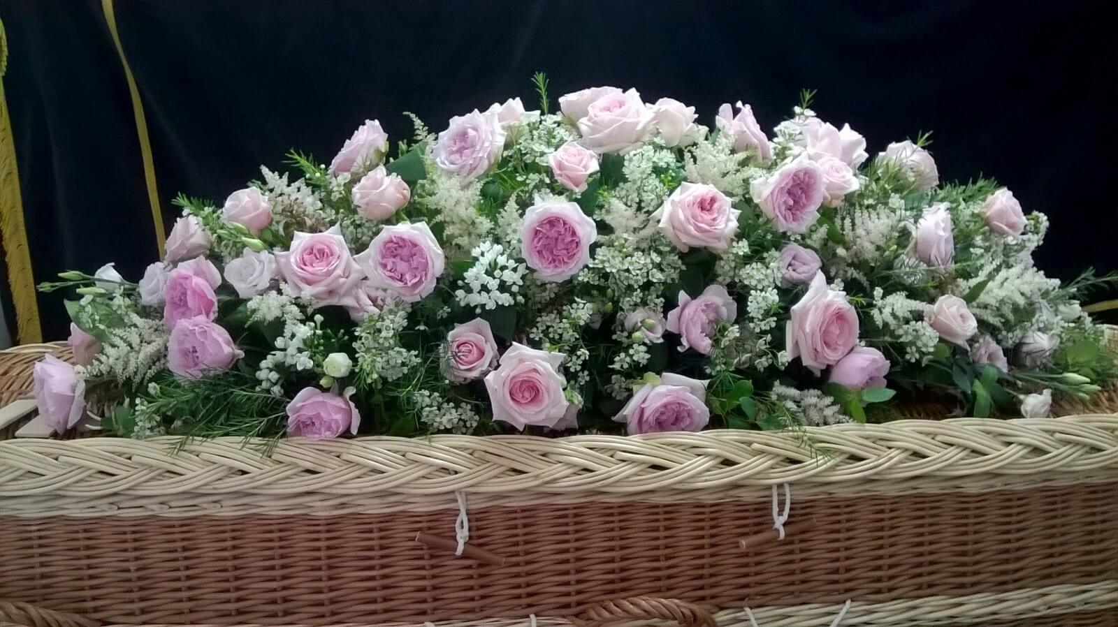 Funeral flowers beaulieu lyndhurst hythe dibden belle and blossom the flowers were amazingthey looked gorgeous on the coffin must have taken hours of work what an artist and then the bouquets we couldnt be izmirmasajfo