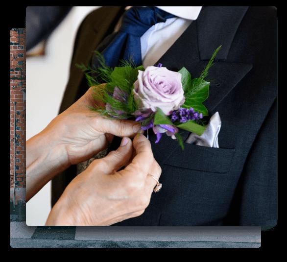 wedding florist hampshire providing wedding flowers for a ceremony.